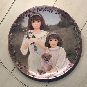 """Sisters """"Cherished Dreams"""" Collectors Plate"""